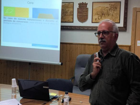 Jaume Cambra en Curso del ADS Apicola de Huesca